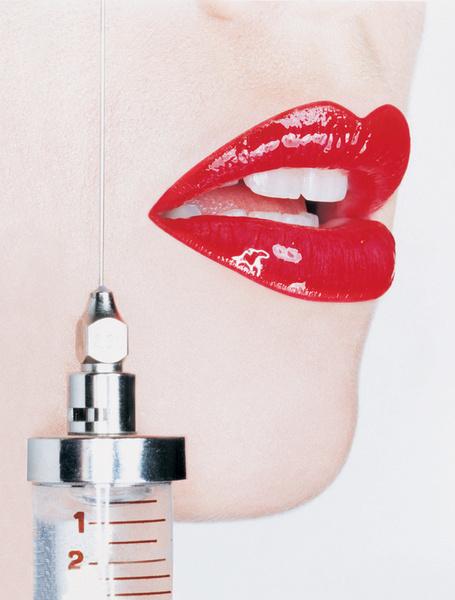 Инъекции помогают скорректировать черты лица, разгладить морщины, избавиться от акне.