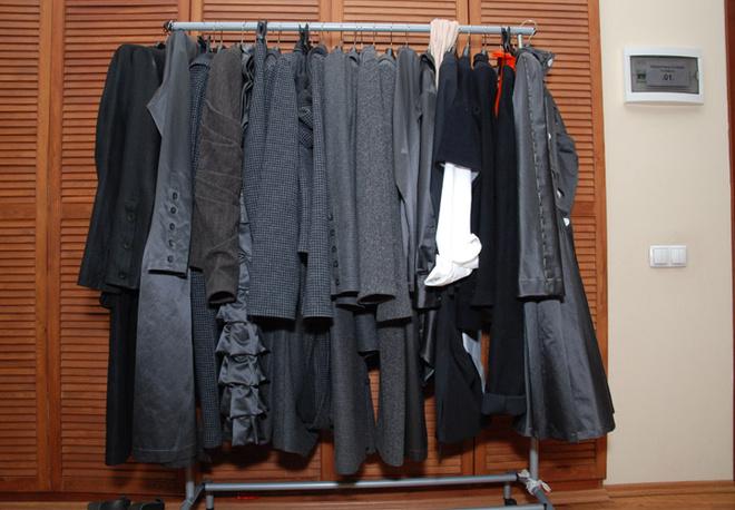 Новая осенне-зимняя коллекция выполнена в темных строгих тонах: оттенки от светло-пепельного до черного угля.