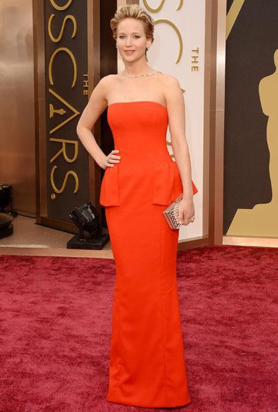 """Дженнифер Лоуренс упала на ковровой дорожке """"Оскара""""-2014"""