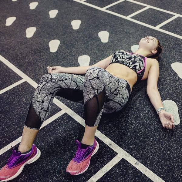 Полина Диброва показала живот после года без спорта