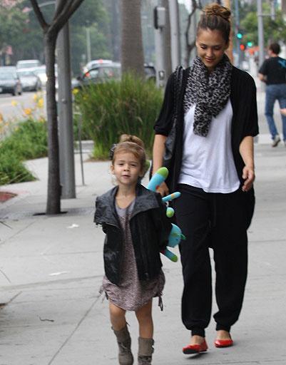 Джессика Альба (Jessica Alba) с дочкой