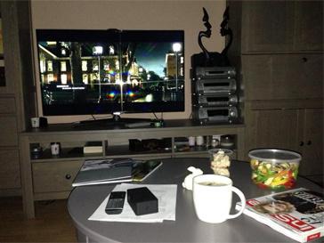 "Виктория Дайнеко регулярно публикует фото ""за едой перед телевизором""."