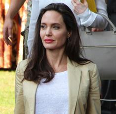 Слишком худая: Джоли не может подобрать одежду по размеру