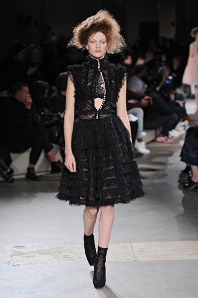 Неделя моды в Париже: показы Alexander McQueen и Paul & Joe ready-to-wear осень — зима 2015-2016   галерея [1] фото [7]