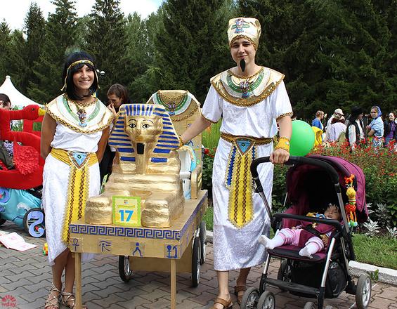 Алина и Ильдар Зятьковы, Парад колясок в Екатеринбурге 2016, фото