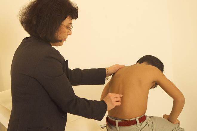 Несколько способов, как вылечить сколиоз и держать спину в форме