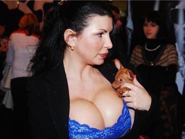 Самая большая силиконовая грудь россии
