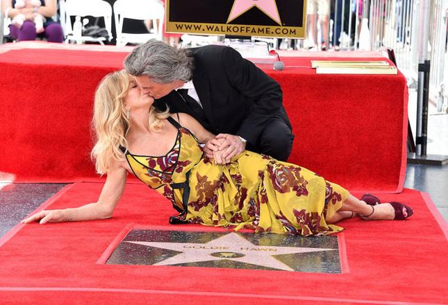 Курт Рассел иГолди Хоун получили звезды на«Аллее славы» вЛос-Анджелесе