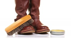 Солевые разводы на обуви: избавимся быстро и эффективно