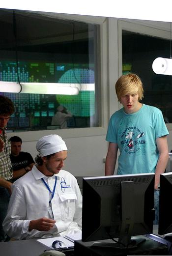 Василий Бархатов и актер Григорий Добрыгин на съемках фильма «Неделимое».