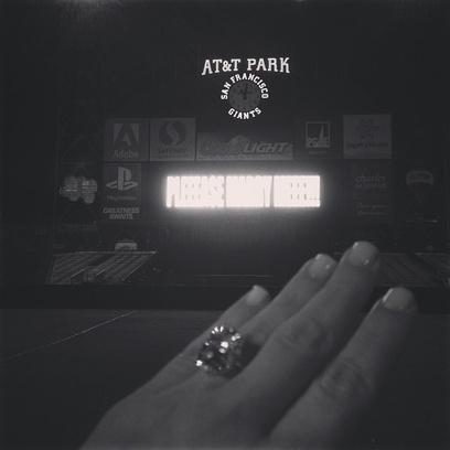 Ким Кардашьян показала кольцо от Lorreine Schwartz