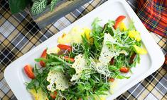 Зеленый салат с фруктами