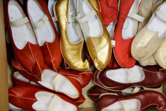 Театральную обувь шьют из натуральной кожи