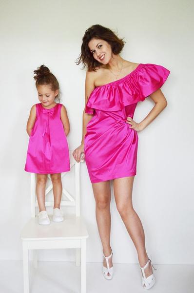 Платье для мамы - 9990 р.; платье для дочки - от 4490 р.