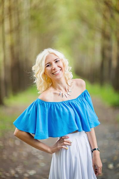 Девушка блондинка 27 лет фото