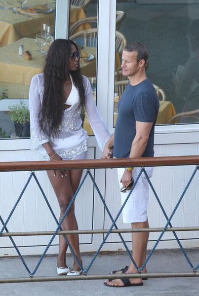Наоми и Влад во время каникул, которые они провели на шикарной яхте