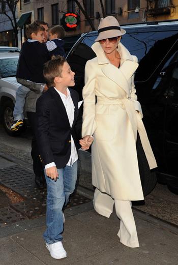 Виктория Бэкхем с сыном Бруклином