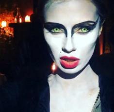 Кем российские звезды оделись на Хэллоуин