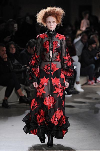 Неделя моды в Париже: показы Alexander McQueen и Paul & Joe ready-to-wear осень — зима 2015-2016   галерея [1] фото [15]