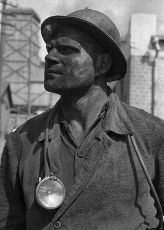Марк Марков-Гринберг «Знатный шахтер Никита Озотов. Горловка», 1934