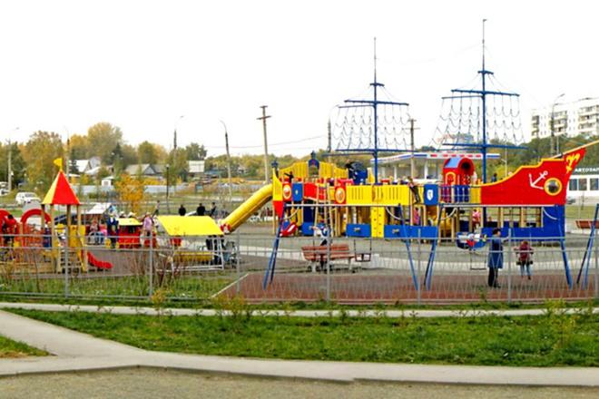 Наталья Водянова подарила детям городок в Новосибирске
