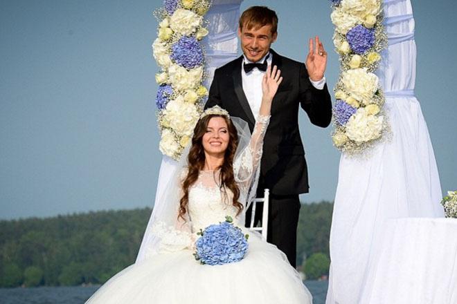 Антон Шипулин с женой фото