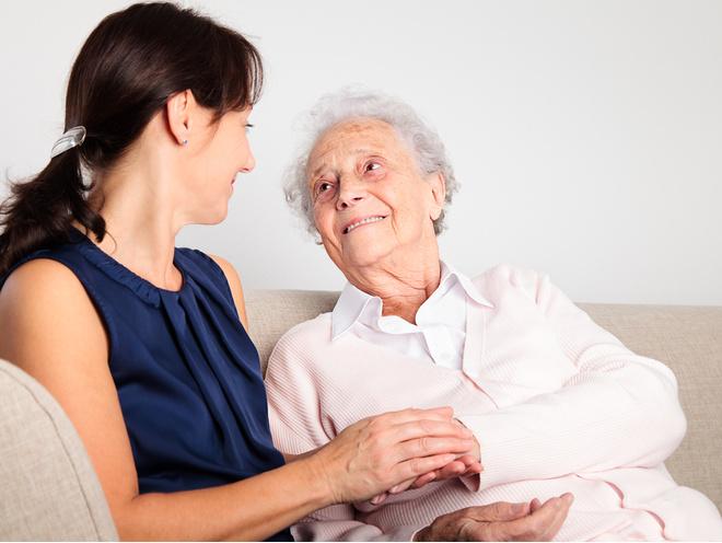 Расстройства памяти, ориентации во времени и пространстве - это первые признаки старческой деменции