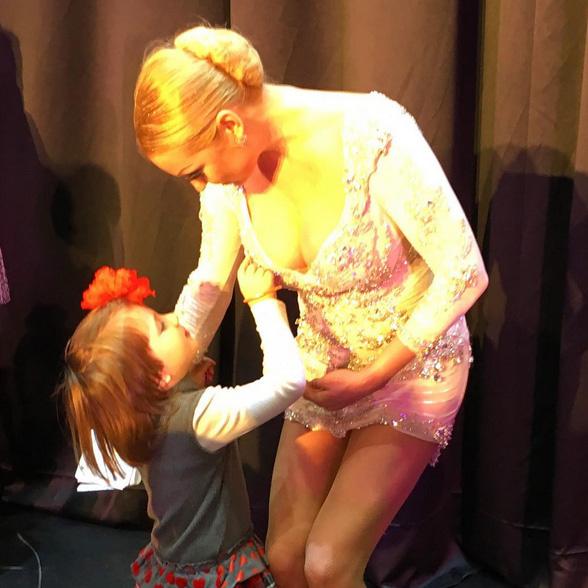 Анастасия Волочкова шокировала платьем на детском утреннике