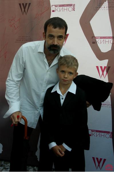 Дмитрий Певцов с сыном Елисеем: фото 2016
