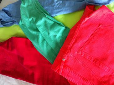 Весной-2012 в гардеробе Виктории Лопыревой появилось много ярких вещей.