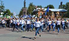 Дебютный выход: 2500 первокурсников прошли по Иркутску