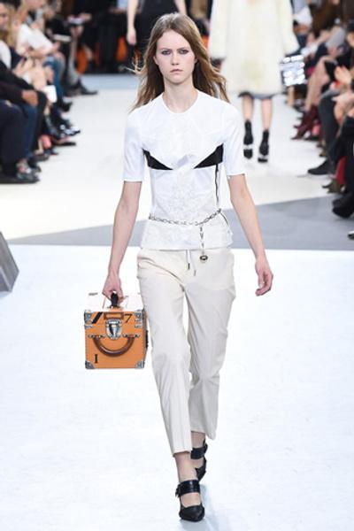 Неделя моды в Париже: показ Louis Vuitton ready-to-wear осень-зима 2015/16 | галерея [1] фото [18]