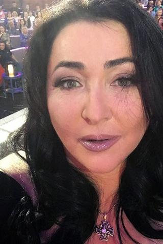 53-летняя Лолита не скрывает пластику