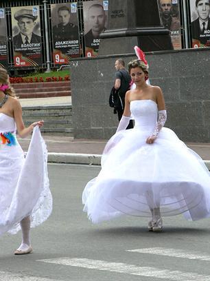Парад невест в Брянске
