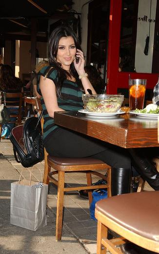 Уж не с Эдрианом ли беседует Ким? (15 января 2008)
