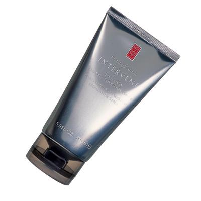 ШлифуетКрем-пилинг с мельчайшими гранулами Intervene, Elizabeth Arden, очищает и выравнивает кожу. В отличие от большинства скрабов он предназначен для ежедневного использования.