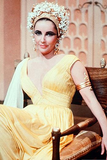 Бессменная Клеопатра - неотразимая Элизабет Тейлор.