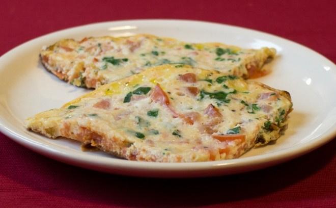 Яичница с сыром и помидорами
