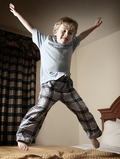 Энергичность ребенка связана с качеством питания и количеством потребленных за сутки белков, жиров и углеводов.