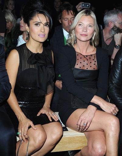 Сальма Хайек (Salma Hayek) и Кейт Мосс (Kate Moss) на показе Saint Laurent