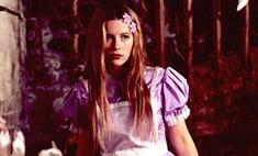 Как изменился гардероб сказочной Алисы за 65 лет