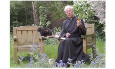 кот исчезающий рясе священника звездой интернета видео