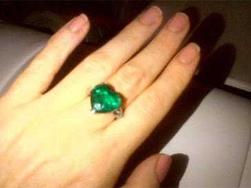 Кольцо, которое подарил Яне Рудковской Евгений Плющенко.