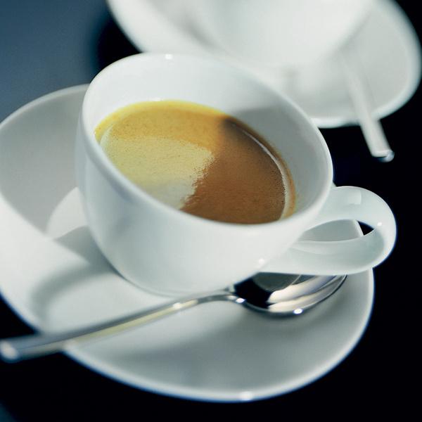 «Ортодоксальные» любители традиционного кофе по-арабски не слишком жалуют эспрессо, считая его «вульгарным».