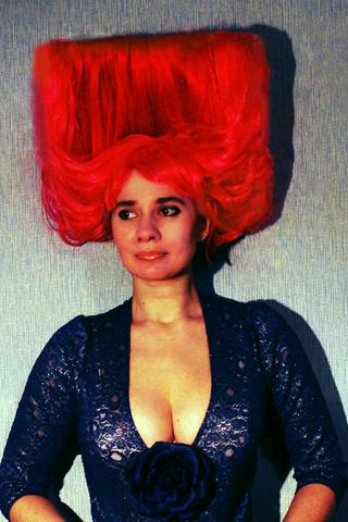 Голова в квадрате: петербургская художница Ирина Романовская затмила королеву эпатажа Лену Ленину