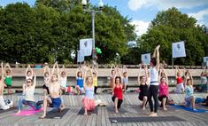 Йога в городе: где проводят занятия на свежем воздухе?