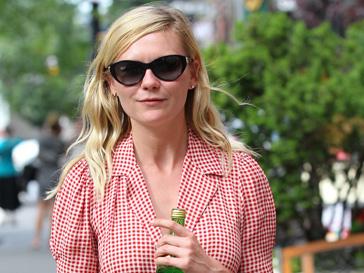 Кирстен Данст (Kirsten Dunst) смешивает одежду демократичных и люксовых брендов
