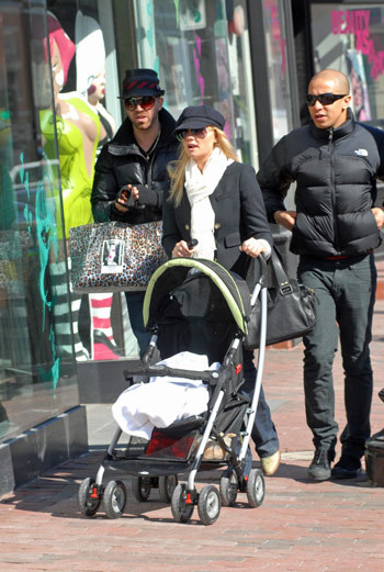 Эмма с бойфрендом Джейдом Джонсом и сыном Бо