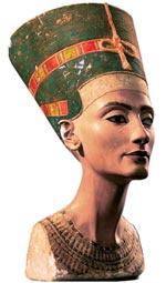 Высокие скулы, миндалевидные глаза, чувственные губы, лебединая шея — среди всех древних красавиц лишь Нефертити (XIV век до н. э.) по-прежнему является непревзойденным идеалом...