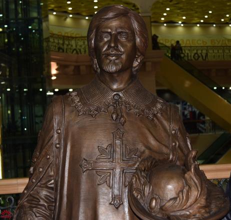 Памятник Атосу в Екатеринбурге, фото